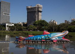 Peixe Inflável com 30m de comprimento invade a Marginal Pinheiros
